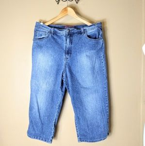 GLORIA VANDERBILT plus size 18 croped blue jeans